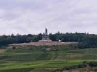 Svært monument